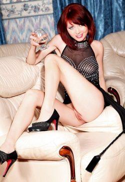 Девушка из Москвы. Ищу привлекательную девушку для игр, ласк и дружбы
